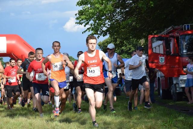 """Wystartowali! Uczestnicy """"Biegu Wilka"""" mieli do pokonania 10 km."""