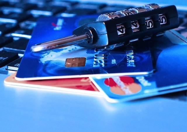 Nie ma nic dziwnego w tym, że dzwoni do nas pracownik banku, w którym mamy konto. Jako klienci bardzo często jesteśmy proszeni o potwierdzenie danych, czy aktualizację numerów kontaktowych. Problem w tym, że pod pracowników banków coraz częściej podszywają się oszuści.WIĘCEJ NA KOLEJNYCH STRONACH>>>
