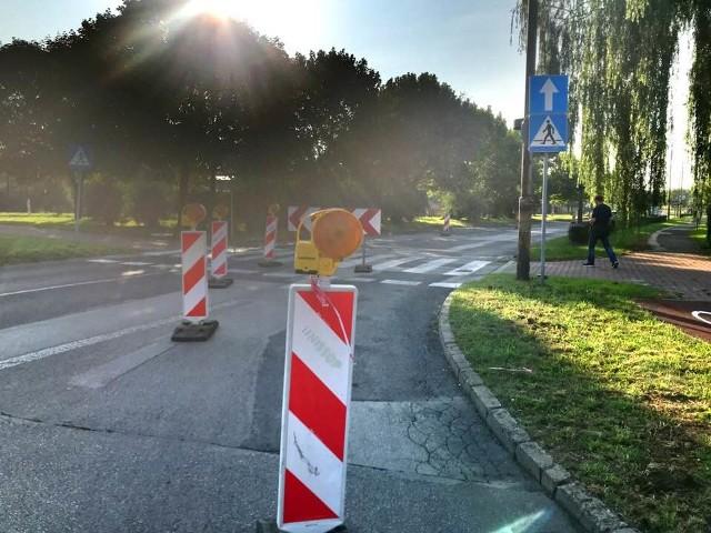 Remont zniszczonej i dziurawej ulicy Kasprzaka w Dąbrowie Górniczej rozpoczął się