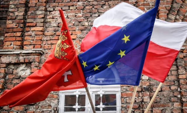 Sondaż: Zdecydowana większość Polaków nadal za pozostaniem w UE. Nie ma jednak zgody co do kwestii funduszy unijnych