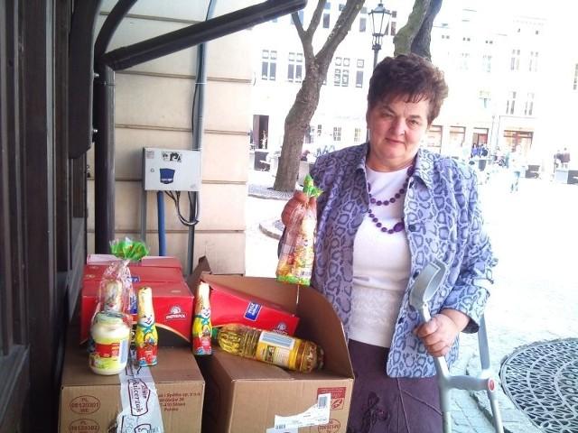 - Zapraszam osoby potrzebujące. Mam dla nich paczki z żywnością - zaprasza Eleonora Szymkowiak.
