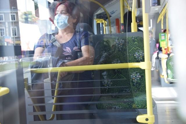 Linie nr 8 i 80 od wczesnych godzin porannych do wieczora obsługują autobusy przegubowe. Mimo panującej pandemii, a co za tym idzie spadku liczby przewożonych pasażerów (uczniowie nie chodzą do szkoły, wiele osób wykonuje pracę zdalnie) nie została zmniejszona liczba kursów