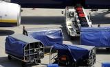 Dwulatek porwany przez taśmociąg bagażowy na lotnisku. WIDEO Chłopczyk przeżył pięć minut grozy, bezskutecznie usiłując wydostać się z pasa