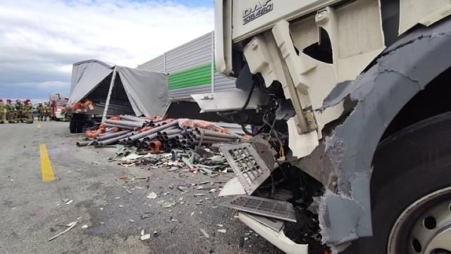 Wypadek na A1. Zderzyły się trzy ciężarówki i dostawcze iveco