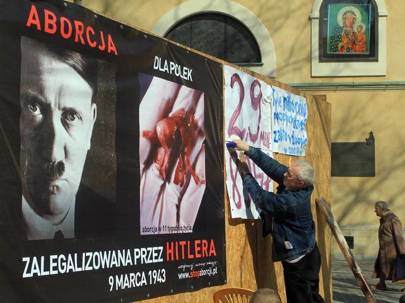 Szokujący plakat z Hitlerem w Rzeszowie...