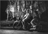 """Hemingway na Wybrzeżu. """"Komu bije dzwon"""" wystawiono w Teatrze Wybrzeże trzy lata po śmierci pisarza"""