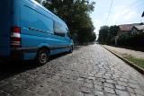 Rozgoryczeni mieszkańcy ulicy Żołnierskiej w Szczecinie mają dość hałasu. Ale na rozwiązanie problemów poczekają lata