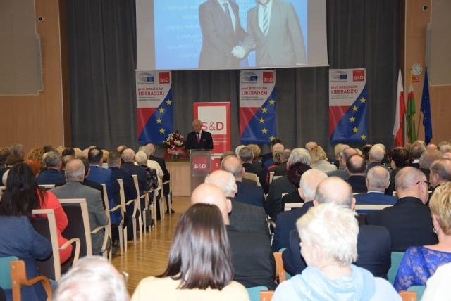 Na doroczne spotkanie z Bogusławem Liberadzkim, wiceprzewodniczącym Parlamentu Europejskiego do sali kolumnowej urzędu marszałkowskiego przyszło ok. 300 osób.