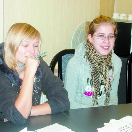 Klaudia Sadowska i Lidia Zyśk z II SLO chcą mieć sztab w szkole
