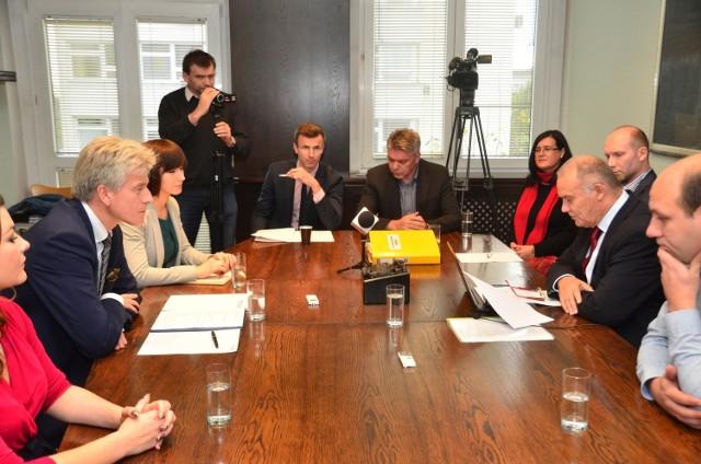 """Wybory samorządowe 2014: Debata """"Głosu"""" - Dziuba i Grobelny [ZDJĘCIA]"""