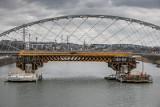 Kraków. Postępują prace związane z budową mostu kolejowego nad Wisłą [ZDJĘCIA]