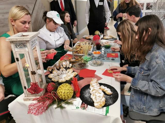 W Zespole Szkół Technicznych przy ul. Stołecznej 21 w Białymstoku odbył się Dzień Zawodowca. Było to spotkanie współpracujących ze szkołą przedsiębiorców oraz uczniów białostockich szkół podstawowych. Impreza promuje kształcenie zawodowe i  pokazanie młodzieży, że warto wybrać naukę w szkole zawodowej.
