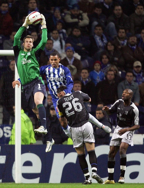 Chelsea Londyn to jeden z głównych kandydatów do zdobycia Pucharu Europy, czyli zwycięstwa w Lidze Mistrzów. Ale skoro broniące tytułu FC Porto znalazło na nią sposób, to wielkie zespoły z ligi włoskiej, czy hiszpańskiej też mogą strzelać gole bramkarzowi Petrowi Cechowi...