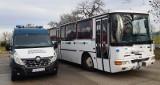 Zdezelowany autobus woził dzieci do szkoły [ZDJĘCIA]