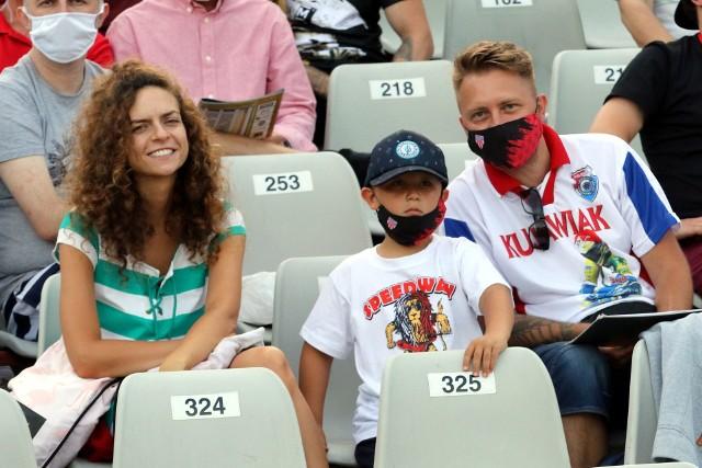 Zawody z kompletem punktów wygrał Bartosz Zmarzlik. Na torze nie brakowało ciekawych akcji, a fani, którzy zawitali na stadion Polonii z pewnością nie żałowali. BYŁEŚ NA TRYBUNACH? POSZUKAJ SIEBIE NA ZDJĘCIACH >>>>>>