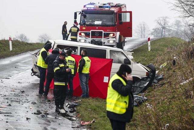 Pięć lat temu środowiskiem piłkarskim wstrząsnęła tragedia, do której doszło w Weryni w powiecie kolbuszowskim na Podkarpaciu. W wypadku samochodowym zginęli piłkarze związani z klubami z Kielecczyzny.