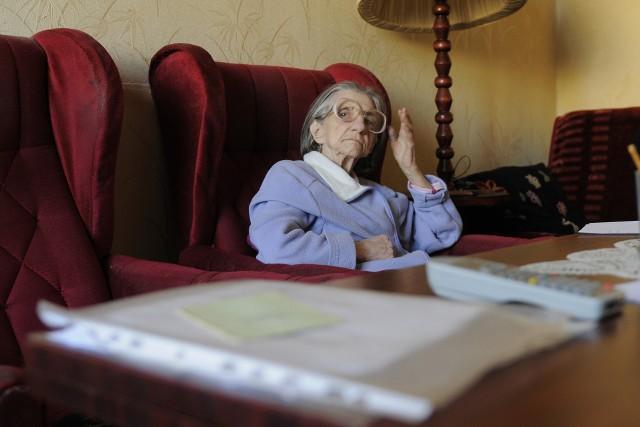Pani JolantaKobieta cierpi na chorobę Alzheimera. Miała stracić mieszkanie, które zajmuje. Na razie tak się nie stanie, bo osoby zainteresowane zakupem nieruchomości wycofały się.