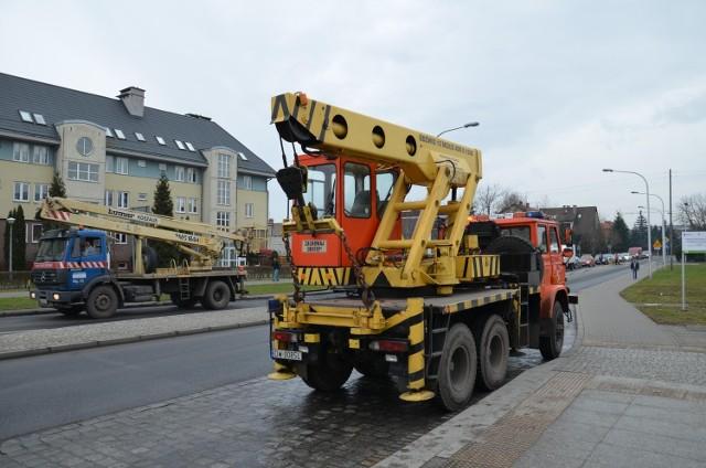 Wrocław, akcja dźwigów MPK przy wykolejeniu Tramwaju Plus na ul. Świeradowskiej