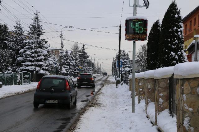 Na terenie gminy Psary pojawiły się cztery radarowe wyświetlacze prędkości Zobacz kolejne zdjęcia/plansze. Przesuwaj zdjęcia w prawo - naciśnij strzałkę lub przycisk NASTĘPNE