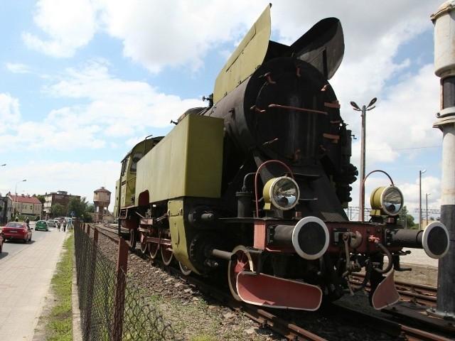 Jeden z zabytkowych parowozów, które mogłyby uzupełnić ekspozycję muzeum stoi przy ul. Batorego w Rzeszowie. Jest własnością Stowarzyszenia Miłośników Kolei. Został wyprodukowany w 1968 roku. Jego projekt pochodzi z 1948 roku.