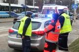 Wypadek na Grabiszyńskiej. Karetka jadąca na sygnale potrąciła kobietę na pasach [ZDJĘCIA]