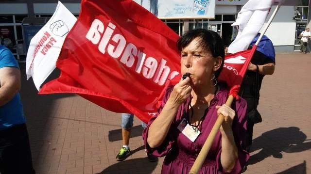 Pracownicy Tesco protestują przeciwko likwidacji miejsc pracy
