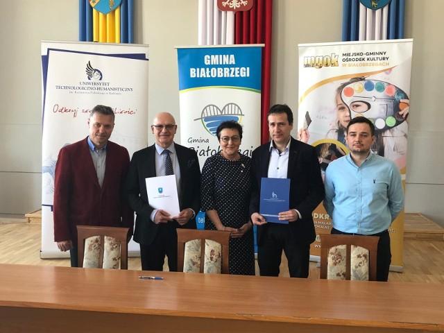 We wtorek w Białobrzegach przedstawiciele gminy i radomskiego Uniwersytetu Technologiczno - Humanistycznego podpisali umowę o współpracy.