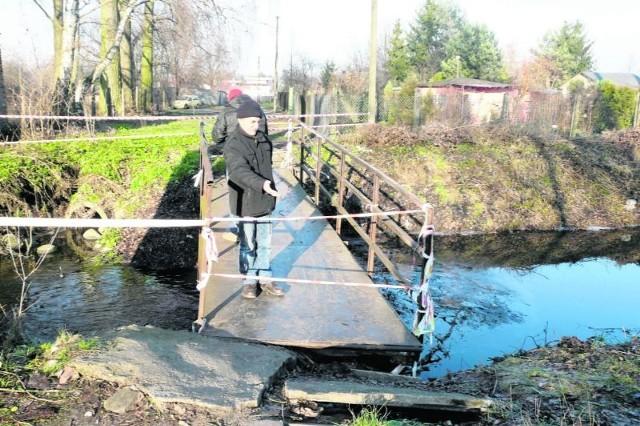 – Przyczółki się rozsypały, a most zawisł nad nurtem rzeki – mówi Eugeniusz Tomczak.