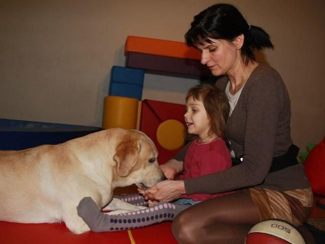 Dogoterapia zawsze pomaga opanować lęk przed psem.