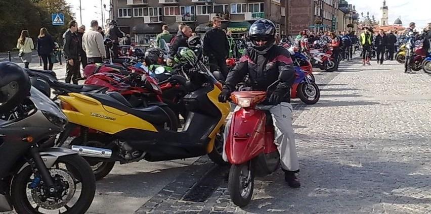 Motocykle na Rynku Kościuszki przed katedrą białostocką