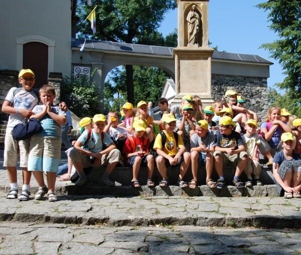 W trakcie półkolonii dzieci wyjadą m.in. na Górę św. Anny, do grodu rycerskiego w Byczynie i zabytkowej kopalni w Zabrzu.