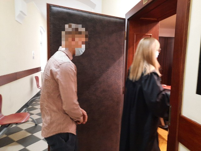 Na ławie oskarżonych zasiedli Sebastian K., który w chwili zdarzenia miał zaledwie 18-lat oraz jego o 5 lat starszy kompan Mateusz B. Proces toczy się z wyłączeniem jawności.