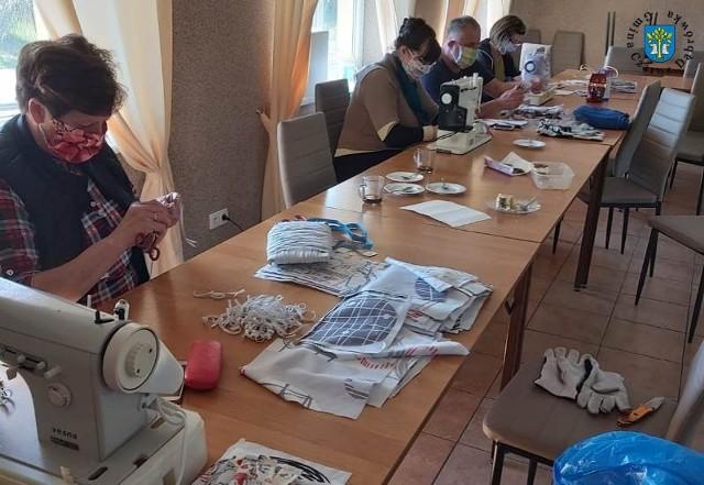 Akcja szycia maseczek w Unichowie.