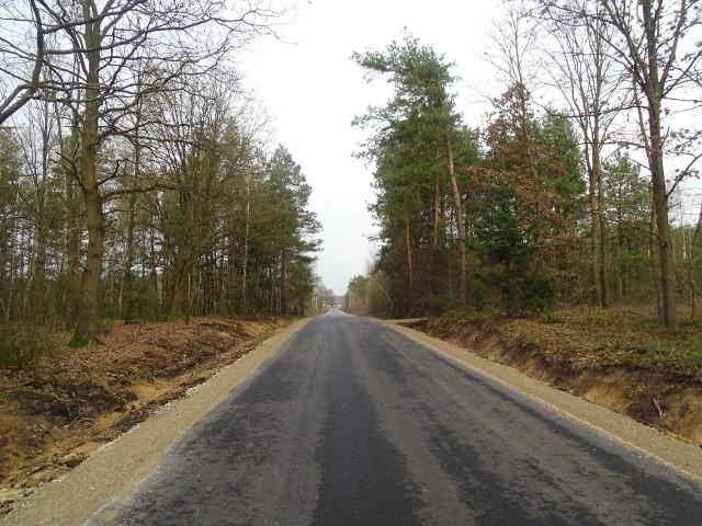 Zakończyły się prace dotyczące przebudowy drogi Miodne-Linów. Remont kosztował prawie 300 tysięcy złotych.