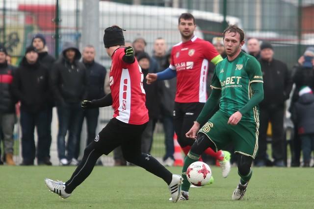 Daniel Łuczak (z prawej) jeszcze w barwach Śląska Wrocław. Od lipca 2021 roku jest piłkarzem trzecioligowego Piasta Żmigród.