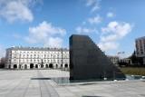 11. rocznica katastrofy smoleńskiej. Politycy uczcili pamięć ofiar [ZDJĘCIA] [WIDEO]