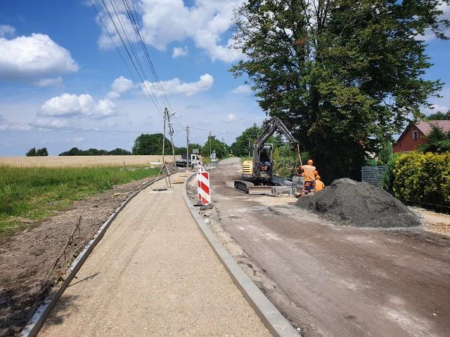 Droga powiatowa w Biskupicach (trasa Biskupice - Kunice) jest przebudowywana na odcinku ponad 3 km. Prace zaplanowano do końca 2021 roku