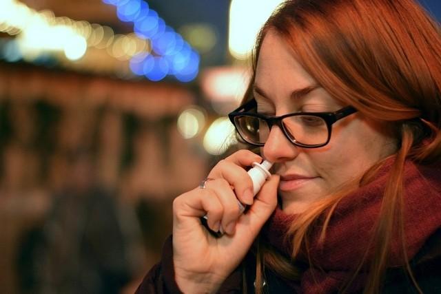 Popularny lek, spray do nosa, stosowany przy przeziębieniu i alergii, wycofany ze sprzedaży! [OSTRZEŻENIE GIF]. Istnieje prawdopodobieństwo, że lek może nie być sterylny.