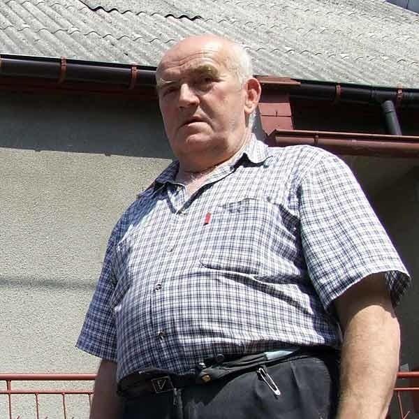 - Chętnie wymieniłbym eternit na blachę, ale nie mam na to pieniędzy - mówi Bronisław Bartyzel, emeryt ze Stalowej Woli.