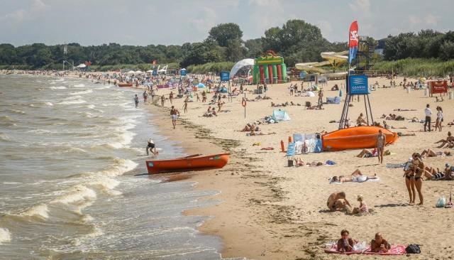 Sinice w Bałtyku. Na wielu kąpieliskach na Pomorzu obowiązuje zakaz kąpieli