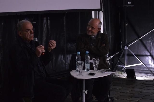 """Opolanie oglądali """"Krótki film o zabijaniu"""" w reżyserii Krzysztofa Kieślowskiego. Po seansie odbyło się spotkanie ze Sławomirem Idziakiem."""
