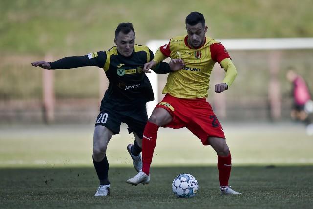 Korona Kielce po słaby meczu przegrała z GKS Jastrzębie 0:2.