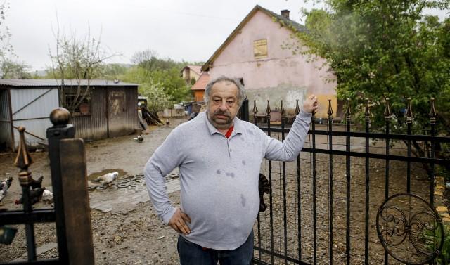 - Nie mam z czego tego zapłacić. Sam muszę się utrzymać za 700 zł zasiłku z MOPS - mówi pan Tadeusz.