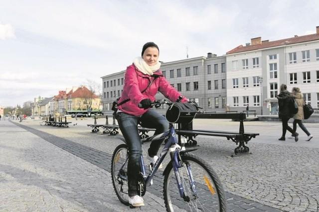 b Do grona zagorzałych rowerzystów należy Diana Filipczuk. Zapewnia, że jazda jednośladem poprawia samopoczucie, kondycję, pomaga utrzymać zgrabną sylwetkę.