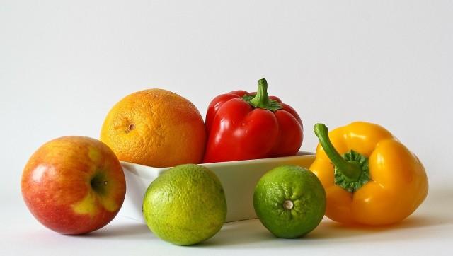 Owoce i warzywaTylko odpowiednio umyte owoce i warzywa wyjdą nam na zdrowie.