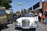 Blokada McDonald's w Pruszczu Gdańskim 26.07.2020 r. Przed restauracją stanęły prawdziwe motoryzacyjne klasyki [zdjęcia]