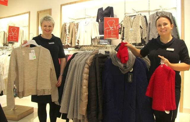 Na zdjęciu pracownice sklepu - Urszula Szwarc-Grzywna i Ewa Piotrowska
