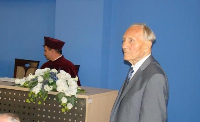 Kazimierz Piechowski, więzień Auschwitz podczas wizyty w Państwowej Wyższej Szkole Zawodowej w Oświęcimiu