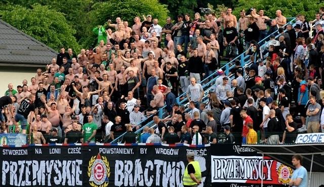 Polonia Przemyśl - Karpaty Krosno 4-2Po trzech porażkach z rzędu, Polonia niesiona dopingiem swoich kibiców, odniosła okazałe zwycięstwo nad Karpatami Krosno.