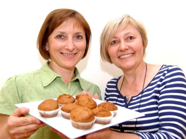 Maria Drewniak (od prawej) i Danuta Ławniczak polecają muffiny piernikowe.